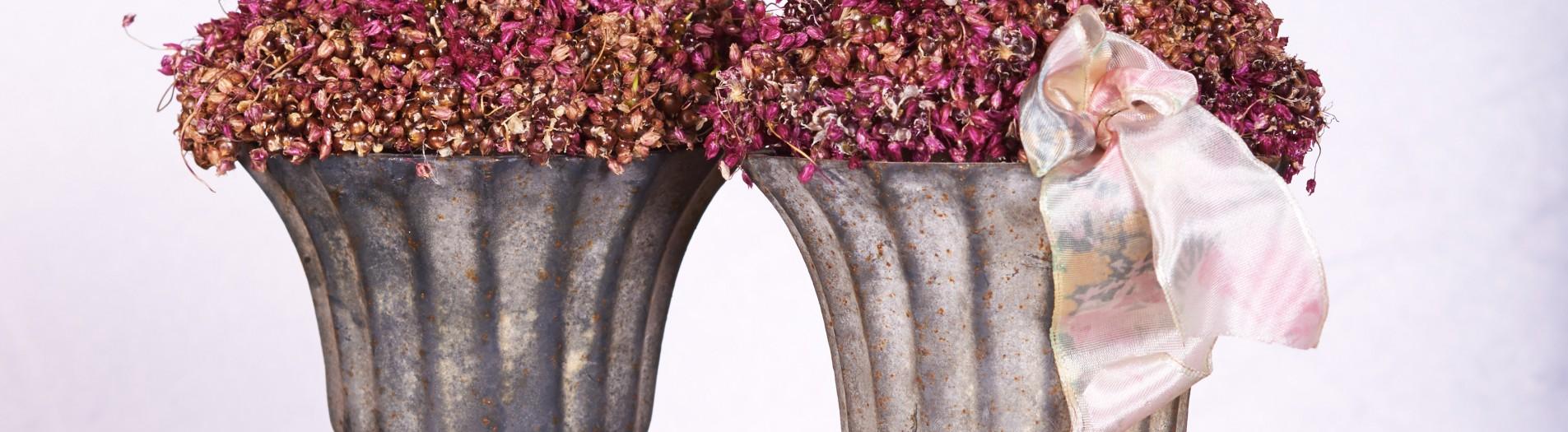 Altid en bestseller støbte antikke vaser i jern. Altid dyre på grund af vægten i fragt.